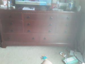 5 drawer dresser for Sale in Fort Wayne, IN