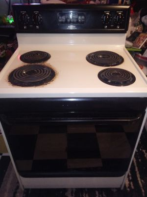 Frigidaire electric stove_oven for Sale in Earlville, IL