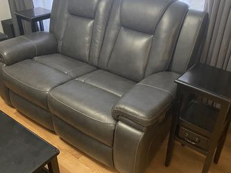 Garristown Power Reclining Loveseat. Must Go! for Sale in Wheaton,  IL
