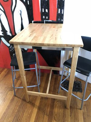Mesa comedor con dos cillas $120 cash .. Dining table with two Cillas is for two person$120 cash Revere for Sale in Boston, MA