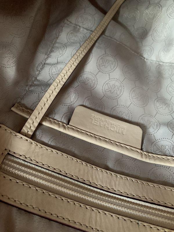 Michael Kors purse large size (Authentic)