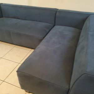 Blue couch for Sale in Compton, CA