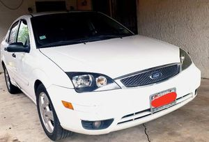 05 Ford Focus ZX5 SES for Sale in San Antonio, TX