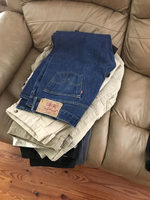 Free XL men clothing for Sale in Tampa, FL