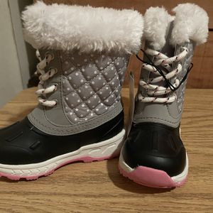 Brand new Toddler Snow Boots Size 7 for Sale in North Las Vegas, NV
