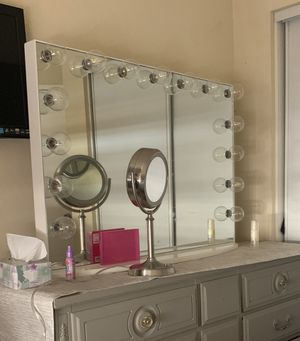Impressions Vanity 15 bulb makeup mirror for Sale in Irwindale, CA