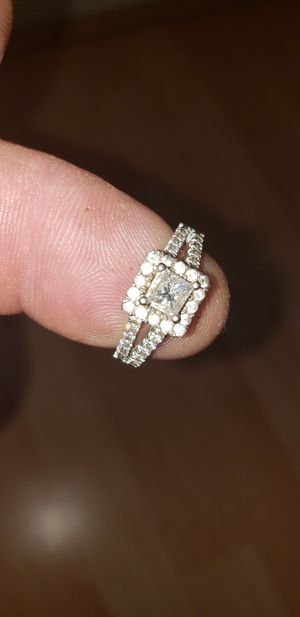 All Dimond ring $900 paid $2500 for Sale in Los Angeles, CA