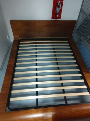 Queen size mid century modern wood bed, good condition for Sale in Miami, FL