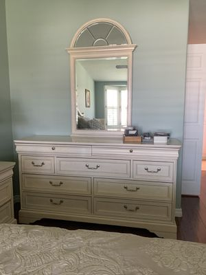 Beautiful Wood Dresser and Mirror for Sale in Seal Beach, CA