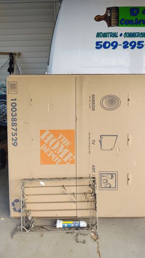 TV or picture box used once for Sale in Snohomish, WA