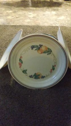 Corelle dishes made by corning ware chip resistant for Sale in Paragould,  AR