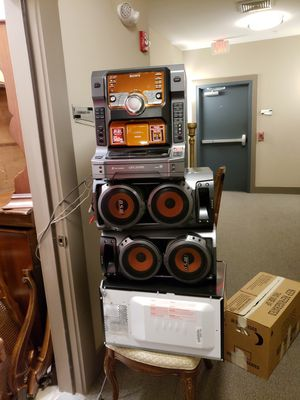 Stereo system with 2 speakers with amazing bass sound for Sale in Gaithersburg, MD