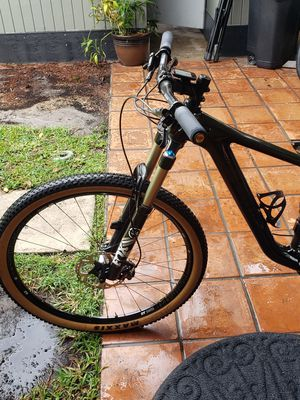 BMC speed FOX MEDIUM XT COMPONENTS carbon mountain bike for Sale in Hialeah, FL