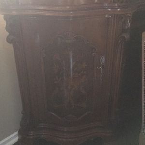 Italian Antique China Cabinet for Sale in Beverly Hills, CA