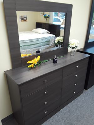Compressed wood Dresser 8Drawer with mirror for Sale in Long Beach, CA