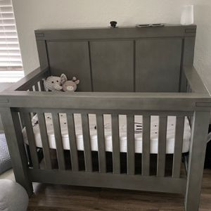 Oxford Baby Crib, Excellent Condition With Mattress for Sale in Miami, FL