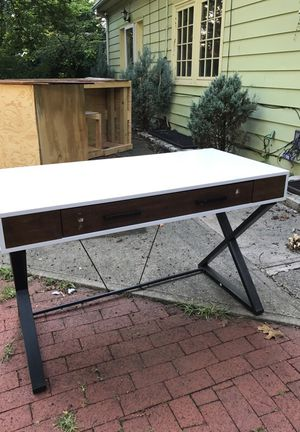 Desk $20 for Sale in Columbus, OH