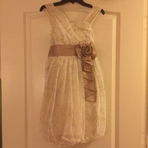 BEAUTIFUL LOT CLOTHING FOR GIRLS. EXCELLENT CONDITIONS (size 12) for Sale in Kissimmee, FL