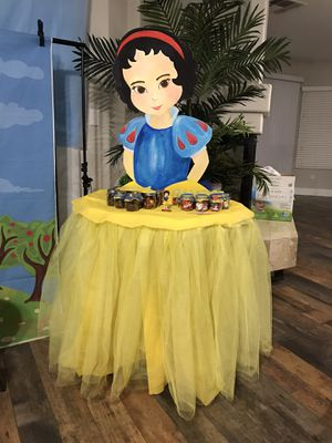Snow White table decor set for Sale in Las Vegas, NV