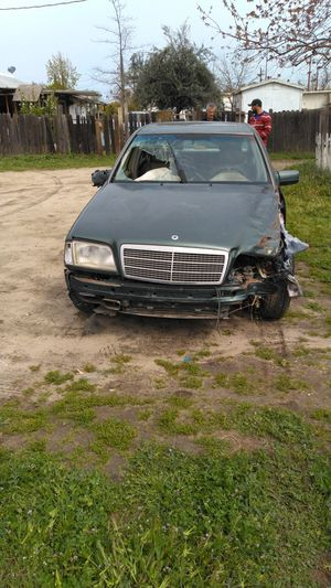 1995 Mercedes Benz for parts only for Sale in Sanger, CA