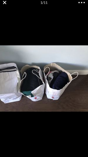 three packages of women's clothing, size 2 XL, for all $ 15 for Sale in Pembroke Pines, FL