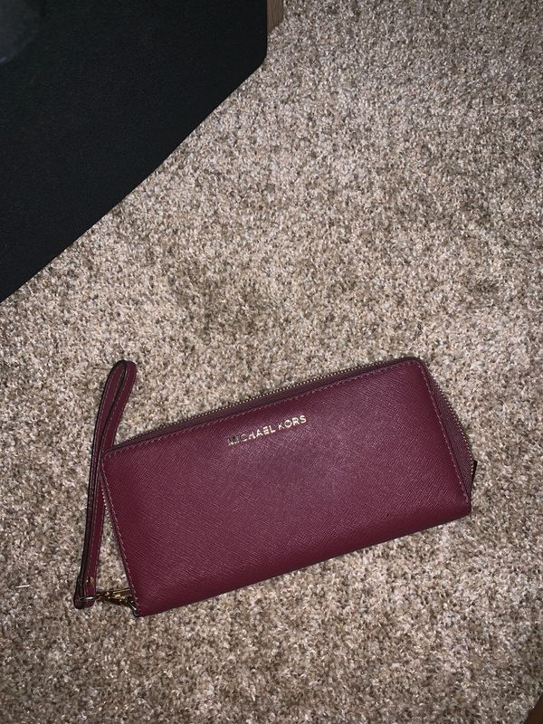 Michael Kors women's wallet. Fully functional. Zipper works.
