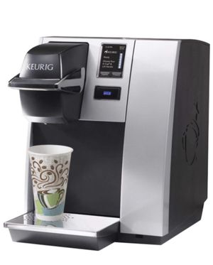 MINT KEURIG WITH DIGITAL SCREEN FOR LARGE OFFICE OR LARGE KITCHEN FOR FASTER BREWING/WATERLINE ACCESSIBLE - NEGOTIABLE for Sale in BOWLING GREEN, NY