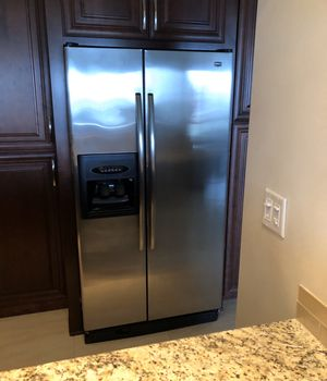 Maytag Refrigerator w/ ice and water for Sale in Pompano Beach, FL