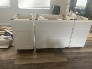 3 island kitchen cabinets for Sale in Henderson, NV