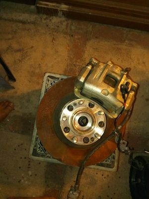 2013 through 2016 Hyundai Santa Fe front left side caliper hub bearing and rotor for Sale in Los Angeles, CA