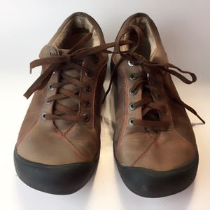 Keen protective toe leather Lace Up shoes women's hiking shoes size 8.5 for Sale in East Los Angeles, CA