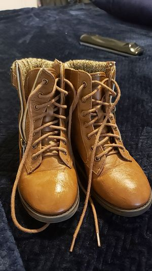 Girls boots for Sale in Jurupa Valley, CA