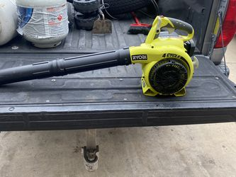 Ryobi 30cc 4 Cycle Blower Leaf . Runs on regular gas. Excellent condition. Price is firm for Sale in San Antonio,  TX