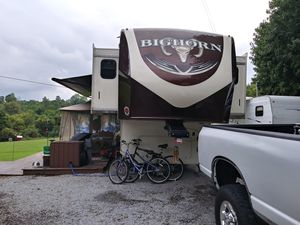 2016 Bighorn 5th Wheel for Sale in Harrodsburg, KY