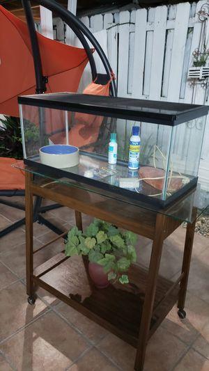 Aquarium o Terrario Con Tapa de 20 galones largo Con Mesa. for Sale in Hialeah, FL