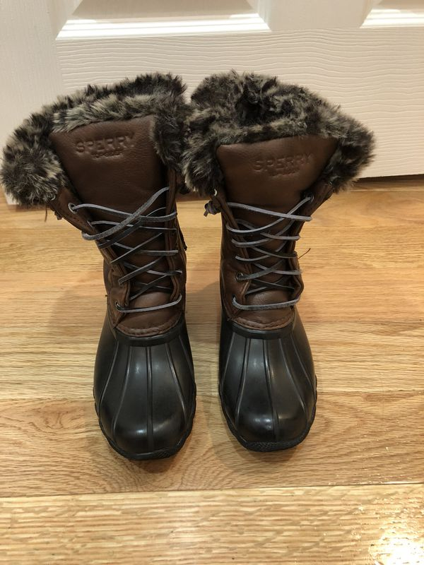 Sperry snow boots, barley worn. Has leopard fur inside very stylish. Us size 1 for kids