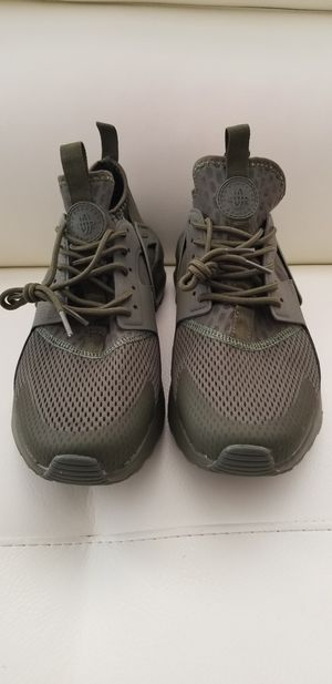 Nike shoes size 9.5 for Sale in North Miami Beach, FL