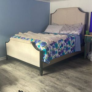 Queen Bed Set for Sale in Garrison, ND