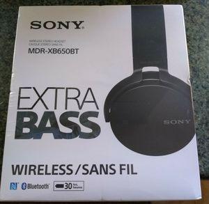 Sony wireless headphones for Sale in Wichita, KS