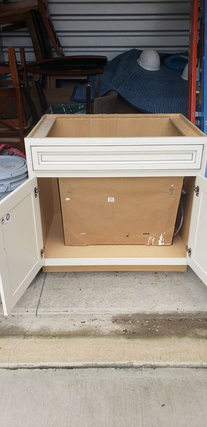 36in kitchen sink base cabinet e-z close doors for Sale in Brentwood, NC