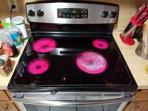 GE electric stove self cleaning for Sale in Monroe, LA