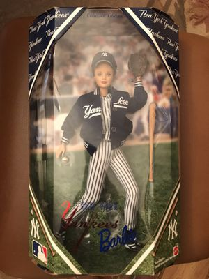 1990 collector edition NY Yankees Barbie for Sale in Monroe Township, NJ