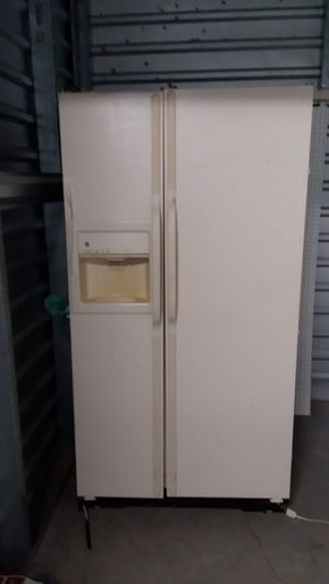 General Electric refrigerator asking $150 works great for Sale in Avondale, AZ
