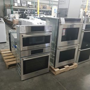 NEW BOSCH HBL8752UC Microwave Combination Double Oven for Sale in Chino Hills, CA