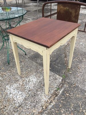 Great swivel top table. for Sale in Columbus, OH