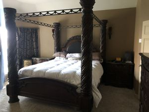 King size Ashley furniture bedroom set for Sale in Fort Worth, TX