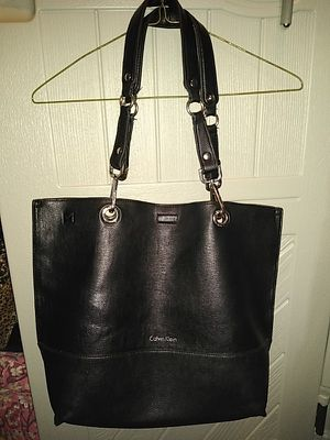 CALVIN KLEIN LARGE SIZE HANDBAG WITH COIN PURSE for Sale in Detroit, MI