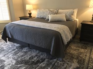 Exceptional Deal Like New Beautyrest Platinum Hybrid Cool Top Luxury King Bed. Retail price $1800. Smoke free pet free home. Pristine condition! for Sale in Goodyear, AZ