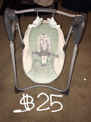 Adjustable baby swing for Sale in Overland, MO