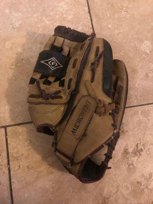 13 inch softball glove for Sale in Fresno, CA
